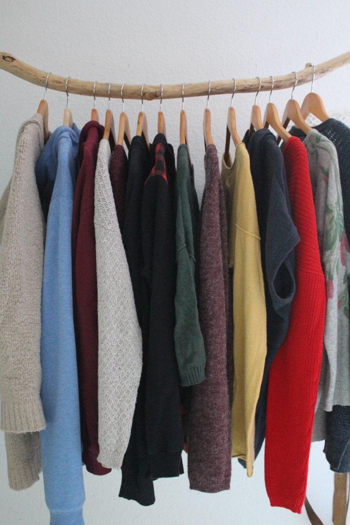 Second Hand Kleidung viele kleine dinge