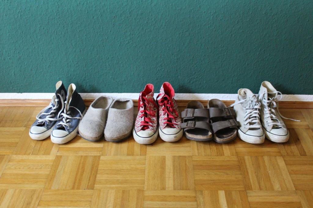 Second Hand Schuhe viele kleine dinge