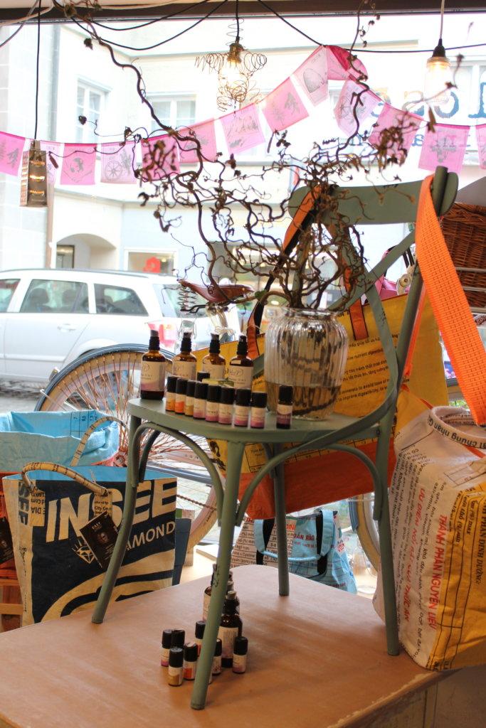 Cafébereich bei Tante Lose, während Coronazeiten als Verkaufsbereich dekoriert