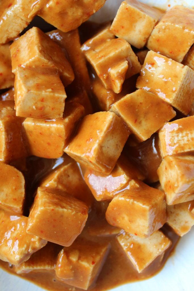 Tofu in Erdnussmarinade