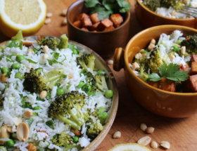 Reissalat mir Broccoli und Erdnusstofu