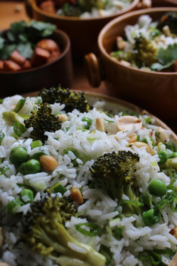 grüner Reissalat mit Broccoli