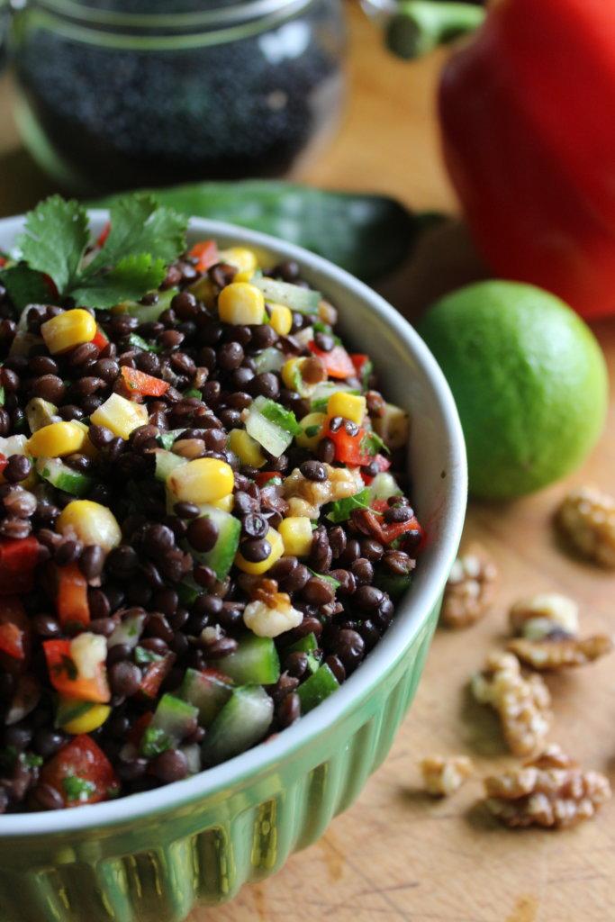 Belugalinsensalat mit Gemüse