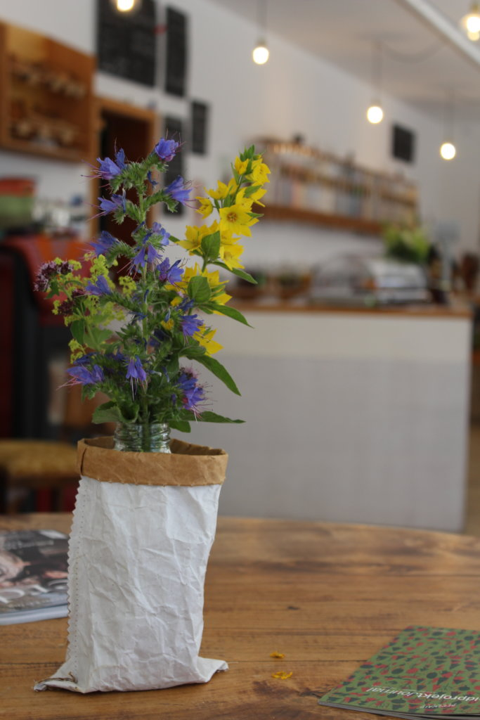 Cafébereich von freilich unverpackt Immenstadt viele kleine dinge